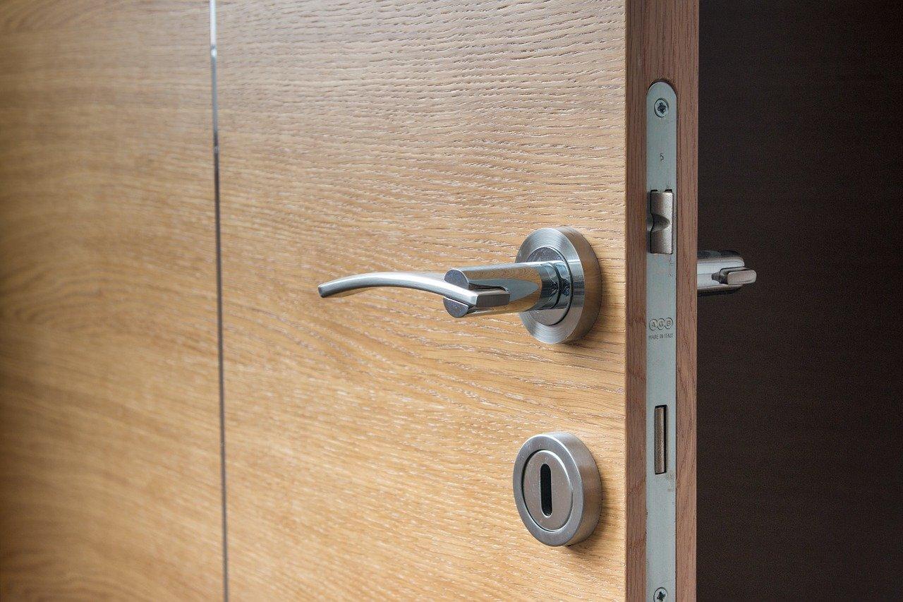 Kolik stojí otevření dveří